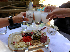 Ouzo - Traditionelles Getränk in Griechenland