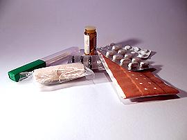 Reiseapotheke – Vergessen Sie nicht die Beipackzettel von den Medikamenten mitzunehmen.