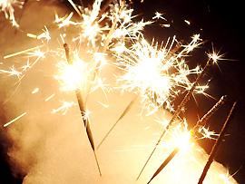 Wunderkerzen gehören zur Kategorie 1 Kleinstfeuerwerke (Jugendfeuerwerke) und gelten als relativ ungefährlich
