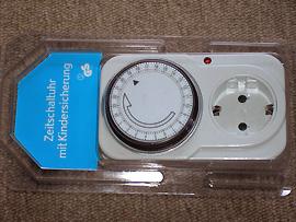 Zeitschaltuhr mit Steckdose